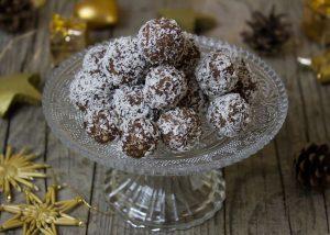 coconut balls-1871512__480
